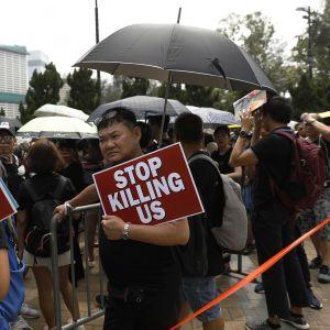 Mielenosoittajia Hongkongissa