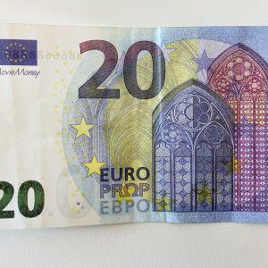 Elokuvareksviisittana käytetty 20 euron seteli.
