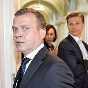Väistyvän hallituksen ministerit Petteri Orpo (vas.), Anne-Mari Virolainen ja Antti Häkkänen poistuivat presidentin esittelystä Helsingissä 6. kesäkuuta.
