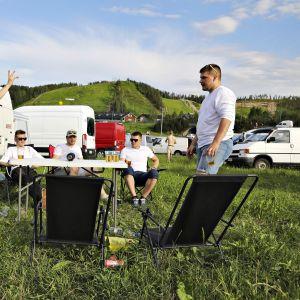 Juhlijoita leirintäalueella juhannustapahtuma Himos Juhannuksessa Jämsässä 20. kesäkuuta 2019.