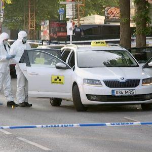 Poliisit tutkivat rikospaikkaa Tallinnassa