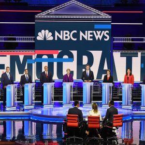 Yhdysvaltain demokraattien presidenttiehdokkaat tv-väitellyssä.