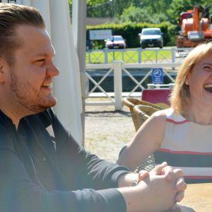 Kesäkunnanjohtaja Jiri Honkala ja kunnanjohtaja Rinna Ikola-Norrbacka.