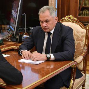 Presidentti Vladimir Putin piti toissapäivänä kriisikokouksen puolustusministeri Sergei Shoigun kanssa traagisesta sukellusveneturmasta.