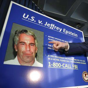 Syyttäjä Geoffrey Berman kertoi syyttäjän toivovan vielä lisätietoa mahdollisilta uhreilta tai silminnäkijöiltä.