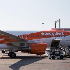 Halpalentoyhtiö EasyJetin lentokone