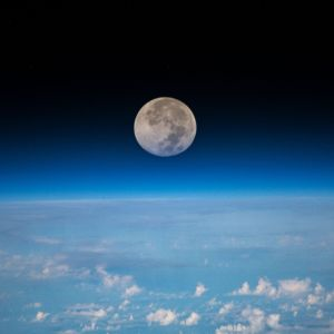 Kuu ja Maan pilvinen pinta