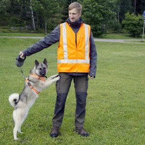 Hannu Luoto ja Pipa-koira.