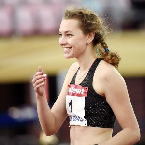 Tänä kesänä kahdesti Suomen ennätyksen hypännyt Ella Junnila avasi Suomen mitalitilin Gävlessä.