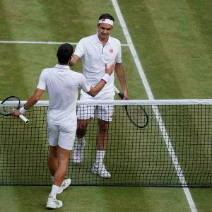 Novak Djokovic ja Roger Federer kuvassa
