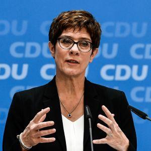Annegret Kramp-Karrenbauer CDU:n lehdistötilaisuudessa kesäkuussa 2019.