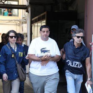 Poliisit saattavat pidätettyä Thomas Gambinoa.
