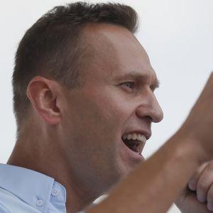 Oppositiojohtaja Aleksei Navalnyi puhui kannattajilleen Moskovassa.