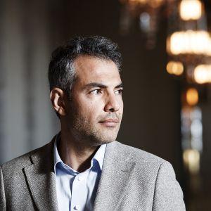 SDP:n kansanedustaja Hussein al-Taee eduskunnassa Helsingissä 22. heinäkuuta.