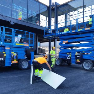 rakennusmiehiä rakennuksella lentokenttä Rovaniemen lentokenttä vuokratyövoimaa vuokratyöntekijä sihti