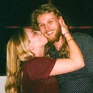 Lucas Fowler ja Chynna Deese.
