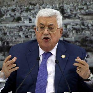 Palestiinan presidentti Mahmud Abbas lehdistötilaisuudessa Ramallahissa PLO:n johtajien tapaamisen jälkeen torstaina.