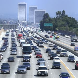 Liikennettä tiellä 405, Los Angelesissa.