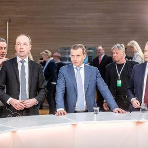Jussi Halla-aho, Petteri Orpo ja Antti Rinne eduskuntavaalienvaalien tulosillassa