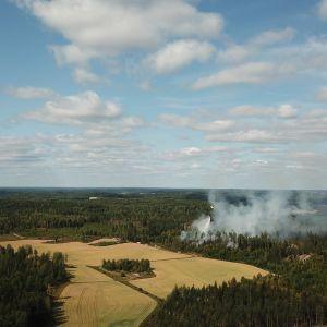Metsä savuaa Askolassa