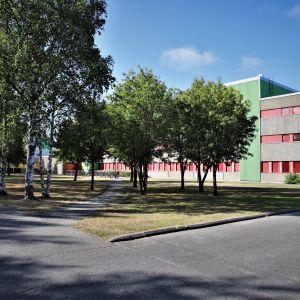 Oulun yliopiston arkkitehtuuri edustaa 1970-lukulaista estetiikkaa,