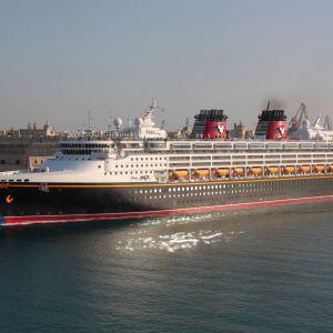 Disney Magic -risteilyalus kuvattuna Maltalla 2010.