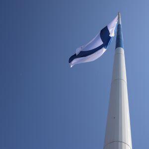 Haminan suurlipputanko ja lippu.