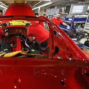 Porschen autotehdas Saksassa Stuttgartissa.
