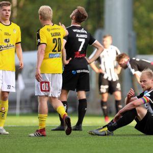 KuPS-tappio painoi kentän pintaan istunutta Timi Lahtea.