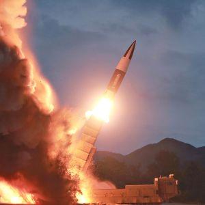 Pohjois-Korean valtiollisen median (KCNA) jakama kuva ohjuskokeesta 10. elokuuta 2019.