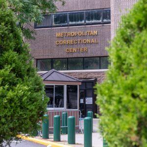 Jeffrey Epstein löydettiin lauantaina elottomana sellistään Metropolitan Correctional Center -vankilassa New Yorkissa.