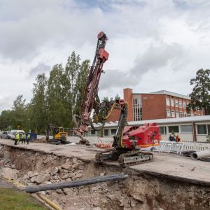 Raide-Jokerin työmaa Oulunkylässä eli paikka, jossa pora osui dynamiittiin.