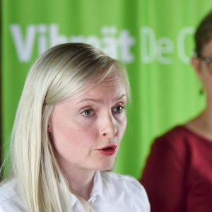 Sisäministeri Maria Ohisalo vihreiden hallitusryhmän kesäkokouksen tiedotustilaisuudessa Porvoossa 12. elokuuta.