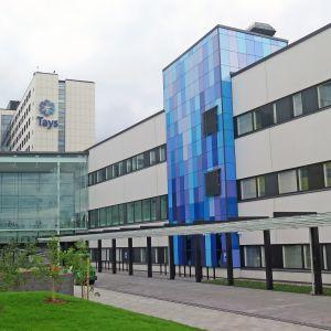 Lasten ja nuorten sairaala sijaitsee uuden pääsisäänkäynnin oikealla puolella