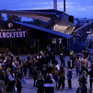 Tampereella järjestetty Blockfest työllisti  poliisia lauantaina. Kuva perjantai-illalta.