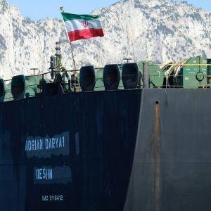 Öljytankkeri Adrian Darya  (entinen Grace 1) kuvattuna Gibraltarilla 18. elokuuta.