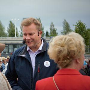 Antti Kaikkonen Iisalmen torilla, Keskustan pj-kiertue.