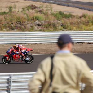 MotoGP-pyörä Kymi Ringin radalla.