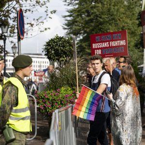 Mielenosoittajia ja armeijaa Putinin valtiovierailulla 2019