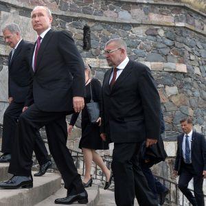 Sauli Niinistö ja Vladimir Putin vierailemassa Suomenlinnassa keskiviikkona.