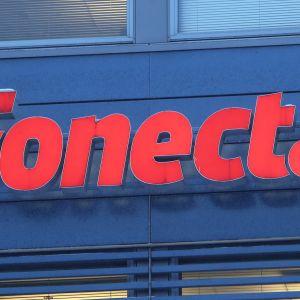 Fonecta logo seinässä.