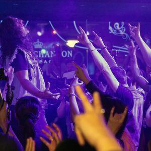 Yhdysvaltalainen Chrusher esiintymässä ilmakitaran MM-kisojen karsinnoissa