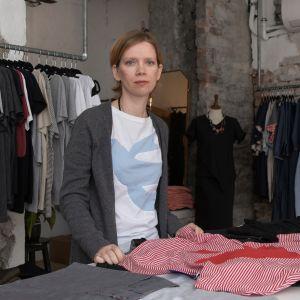 Virolainen muotisuunnittelija ja ympäristöaktivisti Reet Aus
