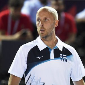 Suomen päävalmentaja Tapio Kangasniemi naisten lentopallon Suomi - Serbia ottelussa lentopallon EM-kilpailuissa Ankarassa.