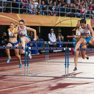 Reetta Hurske ja Nooralotta Neziri Ruotsi-ottelu 2018