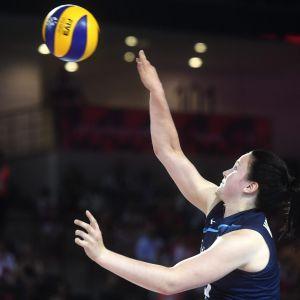 Suomen Suvi Kokkonen lentopallon naisten EM-kilpailuiden ottelussa Suomi - Turkki.