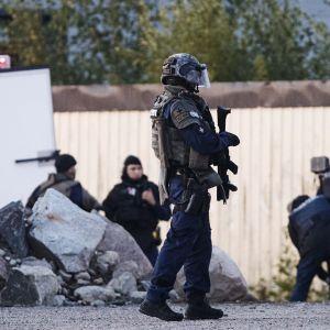 Porvoossa oli meneillään suuri poliisioperaatio varhain sunnuntaina 25. elokuuta. Tutkintaa tehtiin Ölstensin teollisuusalueella.