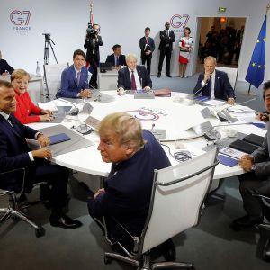 Emmanuel Macron, Angela Merkel, Justin Trudeau,  Donald Trump,  Boris Johnson, Donald Tusk, Shinzo Abe ja Giuseppe Conte.