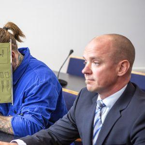 Porvoon ampumisesta epäiltyjen veljesten vangitsemisistunnot järjestettiin Vantaalla Itä-Uudenmaan käräjäoikeudessa 29. elokuuta 2019, kuvassa vanhempi veljeksistä.