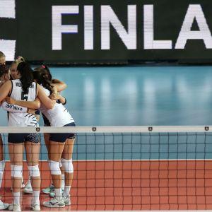 Suomen naisten lentopallomaajoukkue